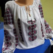 Женская вышиванка по мотив румынской народной сорочки марлевка