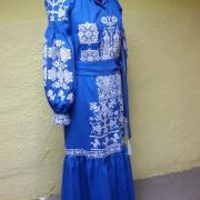Вышитое женское платье в пол  фото