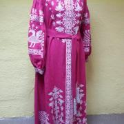 Сучасне жіноче вишите жіноче плаття в підлогу фото