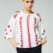Женская легкая блуза с красивым орнаментом фото