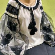 Женская вышиванка Цветы в фатине фото