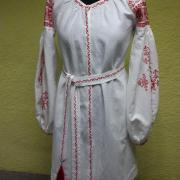 Легкое белое вышитое платье в орнаментом фото