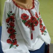 Женская вышиванка с маками фото