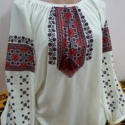 Женская вышитая сорочка с маками