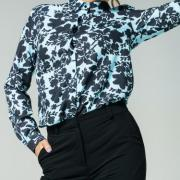 Женская цветочная блуза море фото