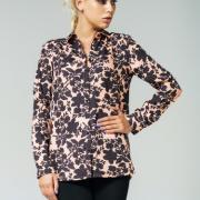 Жіноча сорочка з квітковим принтом фото
