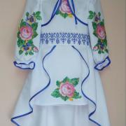 Детское вышитое платье розочки фото