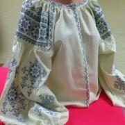 Женская вышиванка светлого лимонного цвета фото