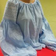 Женская вышиванка на льне Голубое небо фото