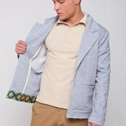 ФотоСтильний сірий український піджак з елементами вишивки