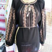 Жіноча чорна вишиванка на шифоні