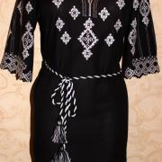 Чорне вишите жіноче плаття фото