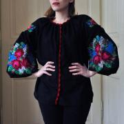 """Черная женская вышиванка """"Букет цветов"""" фото"""