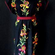 """Вышитое женское платье """"Ирисы"""" фото"""