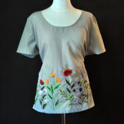 """Вышитая футболка на габардине """"Цветочное поле"""" фото"""