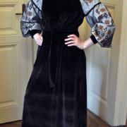 Женское бархатное платье с орнаментом фото