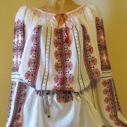 Румунская блузка на маркизете красные орнаменты фото