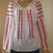 Традиционная румунская вышиванка на маркизете  фото