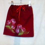 Красная юбка с вышивкой на девочку