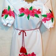 Женское платье с необычными цветами