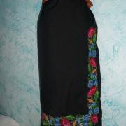 Чорна спідниця в українському стилі з квітами