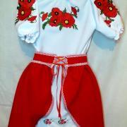 Вишитий костюм з червоною спідницею на дівчинку