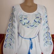 Жіноча вишиванка з блакитними квіточками фото