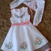"""Вышитое платье для девочки """"Розовые цветочки"""" фото"""