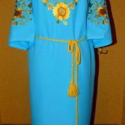 Бірюзове плаття вишиванка з жовтими соняшниками фото