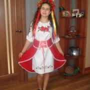 Украиночка в платье вышиванке фото