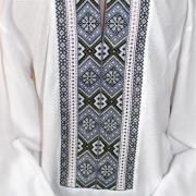 Чоловіча біла вишиванка вишита хрестиком