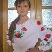 Вышиванка с вышитыми маками для девочки