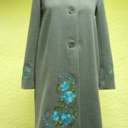 Зеленое кашемировое пальто с вышивкой фото