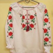 Вышиванка для девочки с вышитыми розами