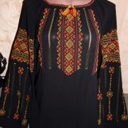 Черная женская вышиванка с ручной вышивкой
