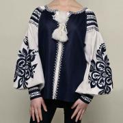 Стильна вишита жіноча блузка Квіти фото