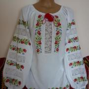"""Женская вышиванка """"Розы красные в мережке """" фото Крестик Киев"""