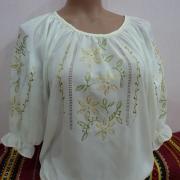 ФотоВишита блузка з шифону з орнаментом