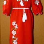 """Вышитое женское платье """"белые лилии"""" фото"""