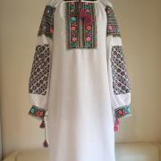 """Вышитое женское платье в украинском стиле """"Многоцветные розы"""" фото"""