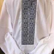 Мужская вышиванка ручной работы с серой вышивкой