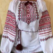 Жіноча вишиванка на поплині з червоно-чорною вишивкою