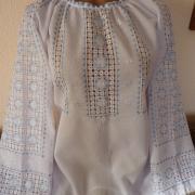 Жіноча вишиванка шовком з мережками