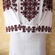 Украинское платье с яркой геометрической вышивкой