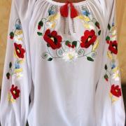 Белая блузка вышиванка цветочная на шифоне