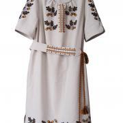 Українське плаття з вишивкою дуба