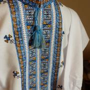 Вышиванка мужская в голубых тонах ручной работы