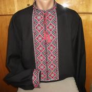 ФотоЧорна чоловіча сорочка вишиванка
