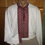 Чоловіча вишиванка з червоною вишивкою