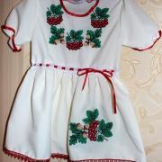 ФотоДетское платье с калиной и дубками